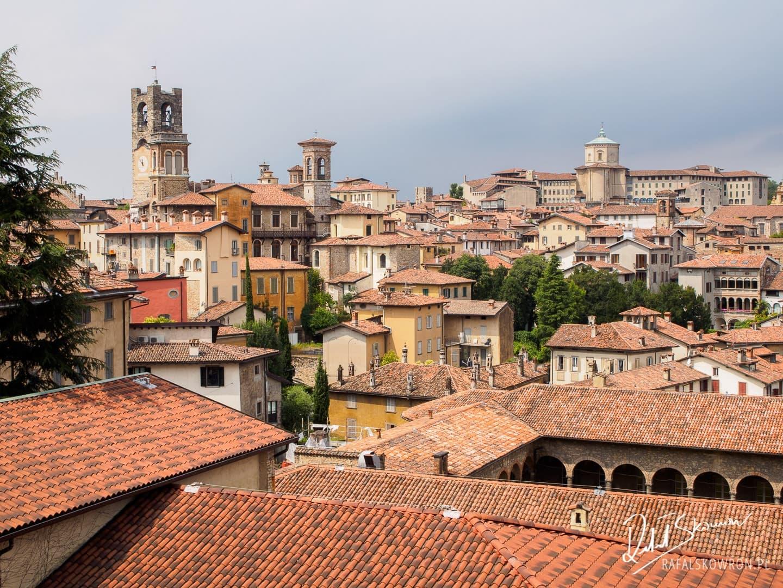Czerwone dachy nad Bergamo Citta Alta