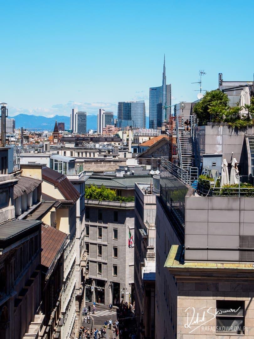 panorama Mediolanu z dachu katedry Duomo