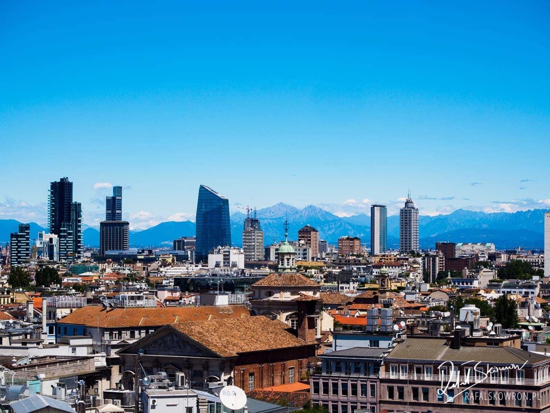 Widok z katedry mediolańskiej na miasto