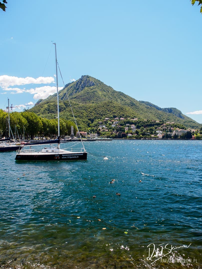 Panorama na jezioro Como, góry i część miejscowości Lecco