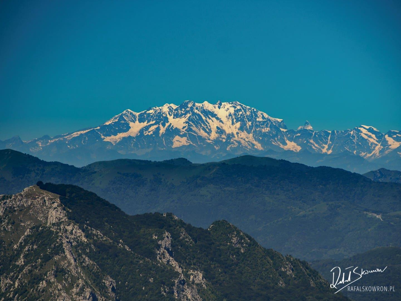 Zaśnieżone szczyty czterotysięczników w Alpach