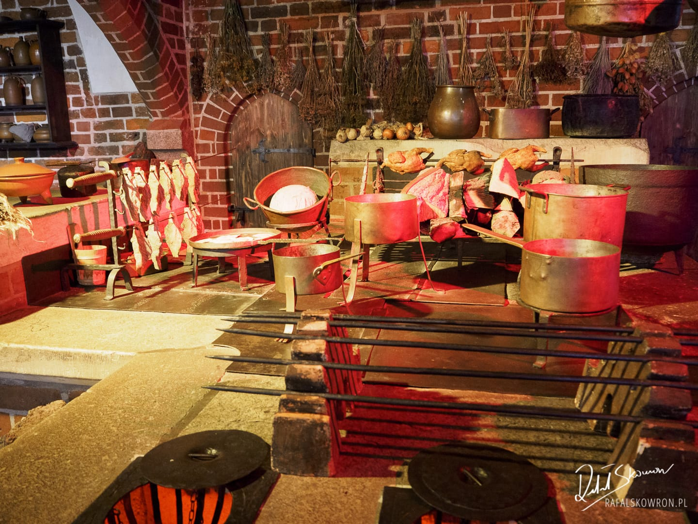 Wnętrze zamkowe - kuchnia