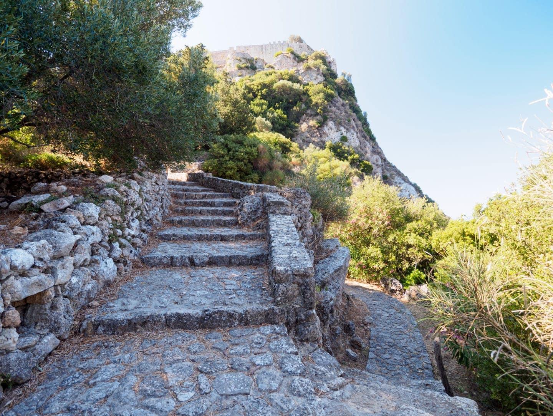 Kamienne schody na Angelokastro