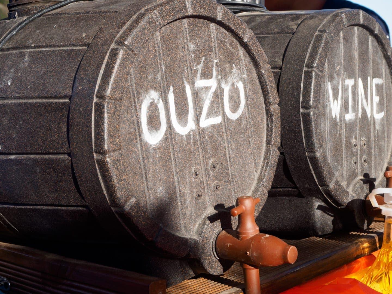 Ouzo i miejscowe wino