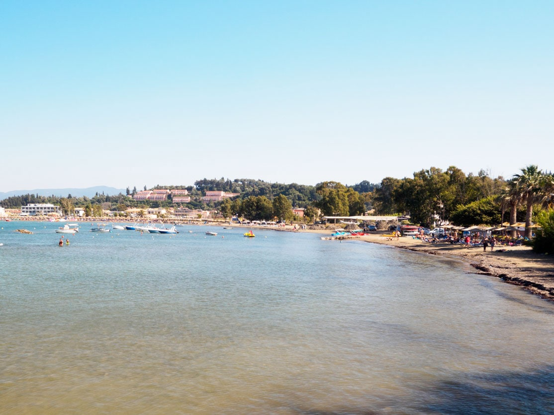 Plaża w Sidari - bardzo podobna do naszych polskich plaż nad Bałtykiem.