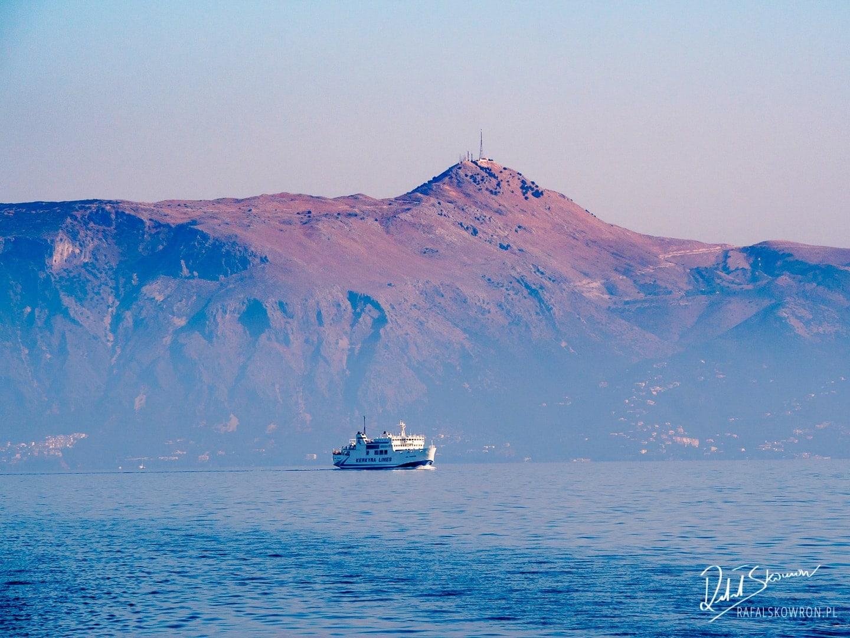 Początek rejsu na Paxos, widoki z portu w Korfu