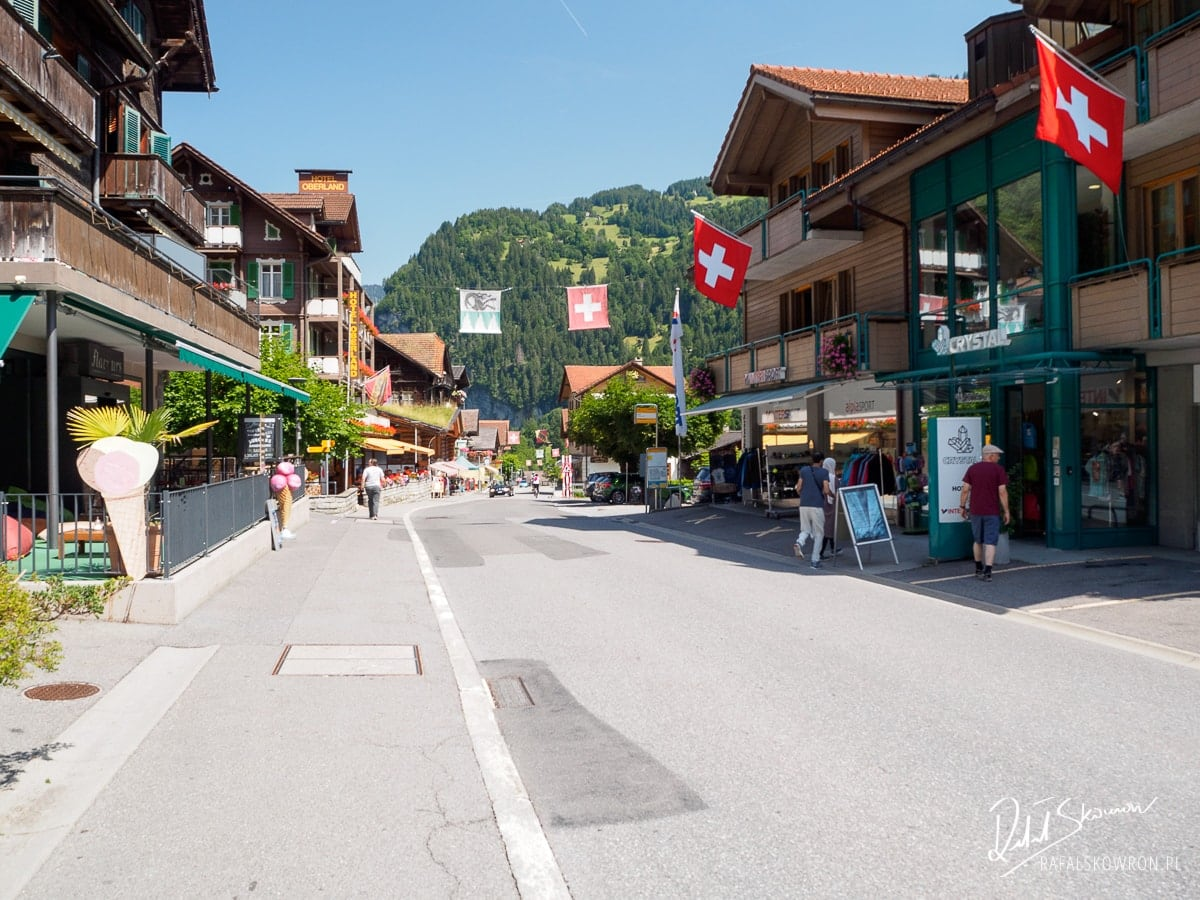 Główna droga w Lauterbrunnen