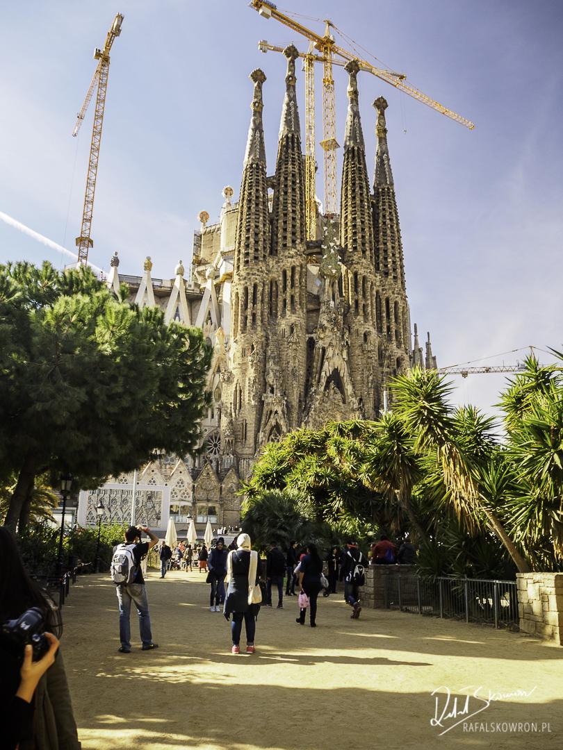 Na pytanie co warto zobaczyć w Barcelonie, większość bez większego namysłu od razu odpowie - Sagrada Familia