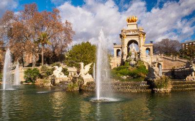 Przyjemny spacer i dwie imponujące budowle – Parc de la Ciutadella w Barcelonie
